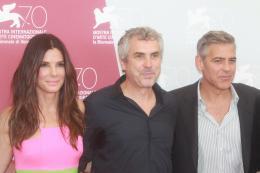 photo 61/65 - Sandra Bullock, Alfonso Cuaron et George Clooney - Présentation du film Gravity - Venise 2013 - Gravity - © Warner Bros