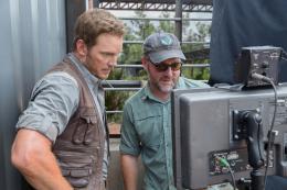 photo 17/67 - Chris Pratt, Colin Trevorrow - Jurassic World - © Universal Pictures International France
