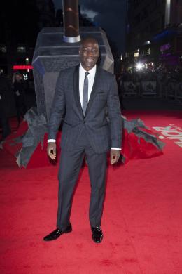 photo 96/143 - Adewale Akinnuoye-Agbaje - Avant-première du film Thor le Monde des Ténèbres, Londres 2013 - Thor - Le Monde des Ténèbres - © Walt Disney Studios Motion Pictures France