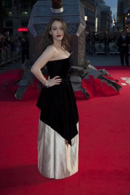 photo 94/143 - Kat Dennings - Avant-première du film Thor le Monde des Ténèbres, Londres 2013 - Thor - Le Monde des Ténèbres - © Walt Disney Studios Motion Pictures France