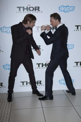 photo 84/143 - Chris Hemsworth et Tom Hiddleston - Avant-première du film Thor le Monde des Ténèbres, Londres 2013 - Thor - Le Monde des Ténèbres - © Walt Disney Studios Motion Pictures France