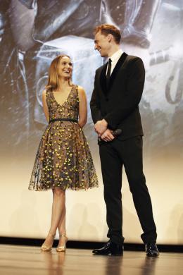 photo 112/143 - Natalie Portman et  Tom Hiddleston - Avant-première du film Thor le Monde des Ténèbres, Paris 2013 - Thor - Le Monde des Ténèbres - © Walt Disney Studios Motion Pictures France
