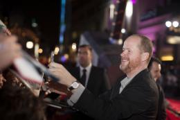 Joss Whedon Avant-premi�re du film Thor le Monde des T�n�bres, Londres 2013 photo 10 sur 15