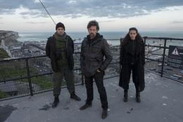 Tunnel - Saison 2 Nicolas Wanczycki , Johan Heldenbergh, Hannah John-Kamen - Saison 2 photo 2 sur 9