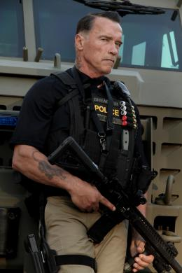 photo 12/24 - Arnold Schwarzenegger - Sabotage - © Metropolitan Film
