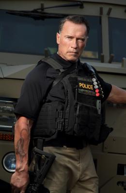 photo 11/24 - Arnold Schwarzenegger - Sabotage - © Metropolitan Film