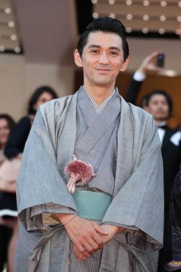 Jun Murakami Montée des marches pour Still the water - Cannes 2014 photo 7 sur 11