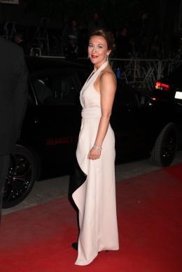 photo 41/45 - Dorothy Atkinson - Mont�e des marches au 67�me Festival International du Film de Cannes 2014 - Mr. Turner - © Isabelle Vautier pour CommeAuCinema.com