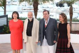 photo 11/45 - Timothy Spall, Mike Leigh, Dorothy Atkinson, Marion Bailey - Photocall du 67�me Festival International du Film de Cannes 2014 - Mr. Turner - © Isabelle Vautier pour CommeAuCinema.com