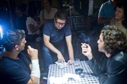 photo 10/30 - Scott Derrickson, Eric Bana, Edgar Ramirez - Délivre-Nous du Mal - © Sony Pictures