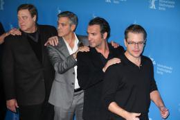 photo 32/95 - John Goodman, George Clooney, Jean Dujardin et Matt Damon - Présentation du film The Monuments Men, Berlin 2014 - Monuments Men - © Isabelle Vautier pour CommeAuCinema.com