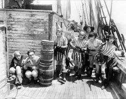 photo 2/4 - Bebe Daniels et Harold Lloyd - Harold chez les pirates