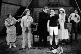 photo 1/3 - Harry Pollard, Harold Lloyd et Bebe Daniels - Un, deux, trois... partez !