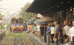 photo 6/6 - Des Trains pas comme les Autres - Destination Thaïlande - © Editions Montparnasse