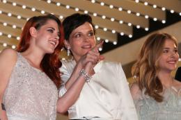photo 45/63 - Kristen Stewart, Juliette Binoche, Chloe Moretz - Montée des marches pour Sils Maria au 67ème Festival International du Film de Cannes 2014 - Sils Maria - © Isabelle Vautier pour CommeAuCinema.com