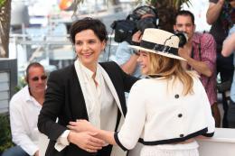 photo 26/63 - Juliette Binoche et Chloe Moretz - Photocall pour Sils Maria au 67ème Festival International du Film de Cannes 2014 - Sils Maria - © Isabelle Vautier pour CommeAuCinema.com
