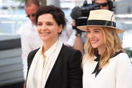 photo 22/63 - Juliette Binoche et Chloe Moretz - Photocall pour Sils Maria au 67ème Festival International du Film de Cannes 2014 - Sils Maria - © Isabelle Vautier pour CommeAuCinema.com