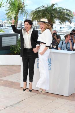 photo 23/63 - Juliette Binoche et Chloe Moretz - Photocall pour Sils Maria au 67ème Festival International du Film de Cannes 2014 - Sils Maria - © Isabelle Vautier pour CommeAuCinema.com