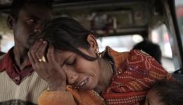 photo 5/7 - Kumbh Mela - Sur les rives du fleuve sacré - © Sophie Dulac Distribution