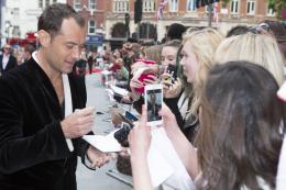 Jude Law Spy - Avant-premi�re � Londres photo 4 sur 239