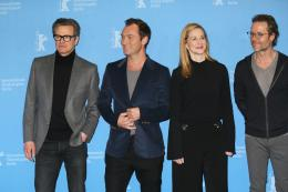 photo 24/58 - Colin Firth, Jude Law, Laura Linney, Guy Pearce - Berlin 2016 Photocall - Genius - © Isabelle Vautier pour @Commeaucinema.com