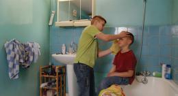 photo 4/6 - Alexi Mathieu, Jules Gauzelin - Une Enfance - © Les Films du Losange