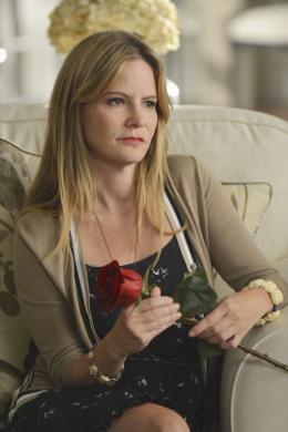 photo 1/7 - Jennifer Jason Leigh - Revenge - Saison 2 - © ABC studios
