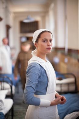 photo 3/16 - Alicia Vikander - Mémoires de Jeunesse - © Mars Distribution