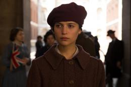 photo 7/16 - Alicia Vikander - Mémoires de Jeunesse - © Mars Distribution