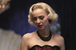 photo 47/49 - Les petits meurtres d'Agatha Christie : Cartes sur table - © France TV Distribution
