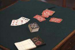 photo 46/49 - Les petits meurtres d'Agatha Christie : Cartes sur table - © France TV Distribution