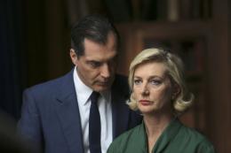 photo 36/49 - Les petits meurtres d'Agatha Christie : Cartes sur table - © France TV Distribution