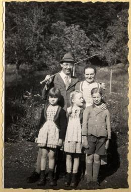 Heinrich Himmler - The Decent One photo 1 sur 6