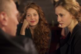 photo 7/11 - Jenna Thiam, Constance Rousseau - L'Ann�e Prochaine - © Chrysalis Films
