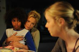photo 16/20 - Calixte Broisin-Doutaz, Virginie Efira, Pauline Serieys - Une Famille à Louer - © Studio Canal