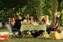 Une Famille à Louer Nancy Tate, Benoît Poelvoorde, Taïra Borée, Pauline Serieys, Calixte Broisin-Doutaz, Virginie Efira, Philippe Rebbot photo 6 sur 20