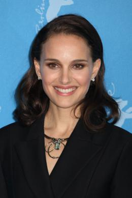 photo 24/37 - Natalie Portman - Photocall - Berlin 2015 - Knight of Cups - © Isabelle Vautier pour Commeaucinema.com