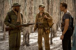 photo 31/53 - Samuel L. Jackson, John C. Reilly, Tom Hiddleston - Kong : Skull Island - © Warner Bros