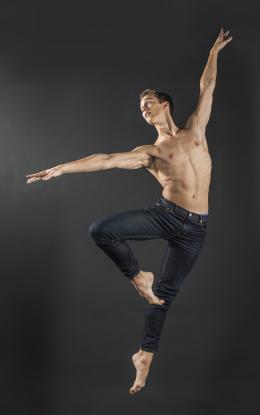 Dancers Lukas Bjørneboe Brændsrød photo 1 sur 10