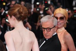 photo 25/49 - Emma Stone, Woody Allen, Parker Posey - Tapis L'Homme Irrationnel - L'Homme Irrationnel - © Isabelle Vautier pour Commeaucinema.com