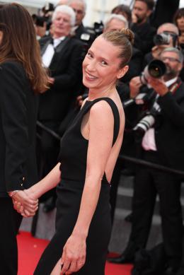 photo 33/107 - Tapis de Côture - Cannes 2015 - Emmanuelle Bercot - © Isabelle Vautier pour Commeaucinema.com