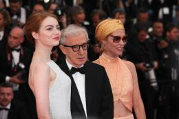 photo 30/49 - Emma Stone, Woody Allen, Parkey Posey - Tapis L'Homme Irrationnel - L'Homme Irrationnel - © Isabelle Vautier pour Commeaucinema.com