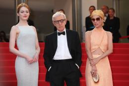 photo 27/49 - Emma Stone, Woody Allen, Parker Posey - Tapis L'Homme Irrationnel - L'Homme Irrationnel - © Isabelle Vautier pour Commeaucinema.com