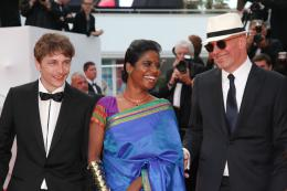 photo 16/22 - Vincent Rottiers, Kalieaswari Srinivasan, Jacques Audiard - Cannes 2015 - Dheepan - © Isabelle Vautier pour Commeaucinema.com