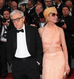 photo 26/49 - Woody Allen, Parker Posey - Tapis L'Homme Irrationnel - L'Homme Irrationnel - © Isabelle Vautier pour Commeaucinema.com
