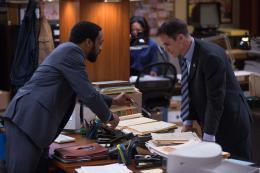 photo 10/139 - Chiwetel Ejiofor, Michael Kelly - Aux Yeux de Tous - © Universal Pictures International