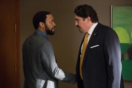 photo 65/139 - Alfred Molina, Chiwetel Ejiofor - Aux Yeux de Tous - © Universal Pictures International