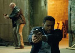 photo 131/139 - Chiwetel Ejiofor, Dean Norris - Aux Yeux de Tous - © Universal Pictures International France