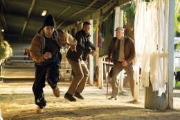 photo 127/139 - Chiwetel Ejiofor, Dean Norris, Joe Cole - Aux Yeux de Tous - © Universal Pictures International France