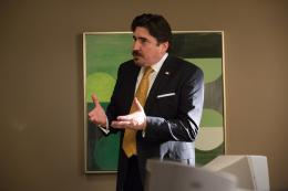 photo 100/139 - Alfred Molina - Aux Yeux de Tous - © Universal Pictures International